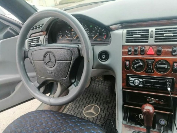 mercedes-benz-e-230-23-l-1995-big-2